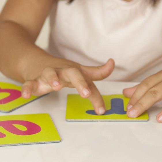 Cartes tactiles sur les lettres